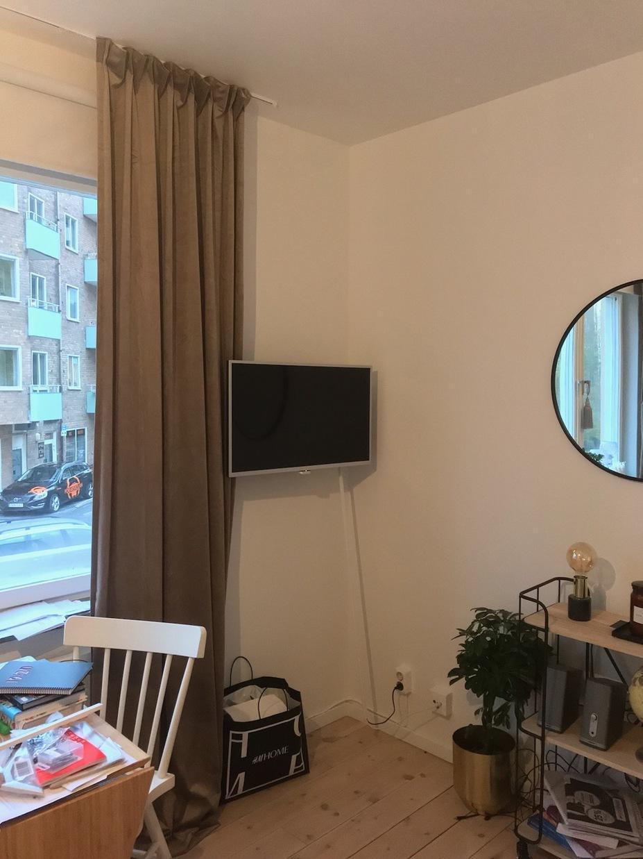 Installation av minimalistisk fläkt och tv i  etta i Johanneshov
