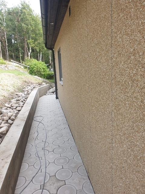 Plattsättning och betongmur