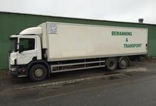 Östbemanningens flyttlastbil Scania 94 d 310 med 50 m3 skåp