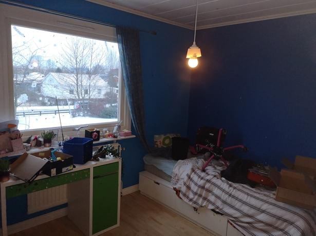 Bild för uppdrag: Målning av väggar och fönsterkarmar i ett sovrum i Staffanstorp