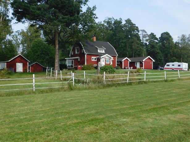 Bild för uppdrag: Fasadmålning, byte taknocksbrädor och plåtar etc. i Västerås, helst i sommar