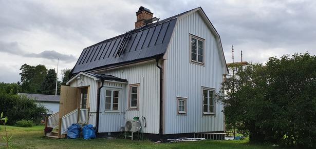 Bild för uppdrag: Fasadmålning av ett hus i Tierp